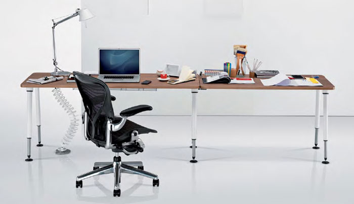 Herman Miller Aeron and Sense Desk Workstationer